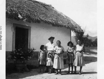 Молодой Хозе Сильва с семьей (пока еще 2 детей)