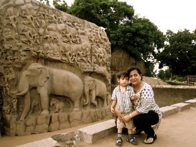 С внуком Хейденом в Индии 6 лет спустя